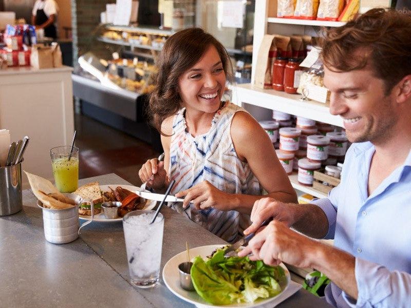 Comer fuera de casa de forma saludable